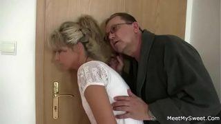 Terapie sexuala cu doua femei blonde bune de pula si slabute care doresc sa fa fie