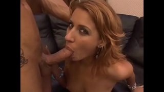 Femeie blonda care suge pula si se lasa dominata anal